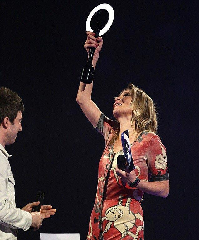 سال 2014 زمانی که کیت ماس به جای دیوید بویی با لباس woodland creatures روی سن ظاهر شد تا جایزه بهترین خواننده مرد انگلیسی را دریافت کند