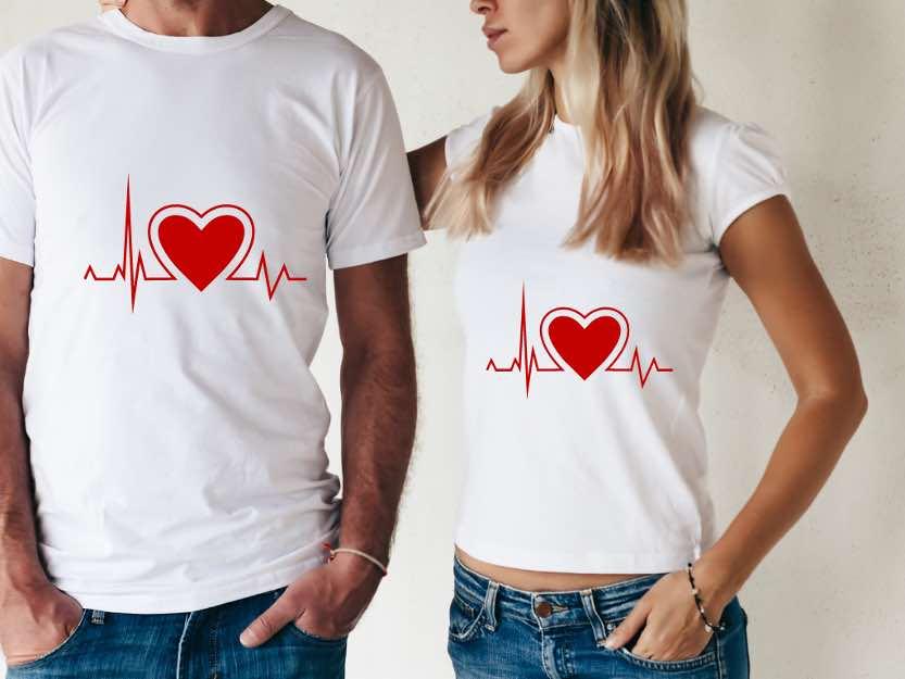 سادهترین راه برای ابراز شعله عشق دو طرفه به همه دنیا پوشیدن ساده یک تاپ مناسب است.