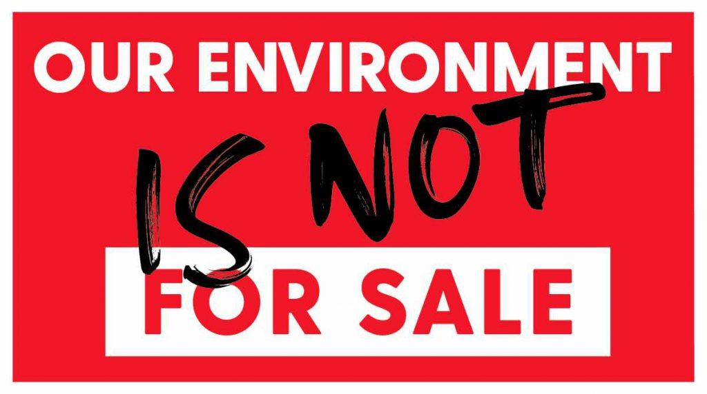 شوه حراجی ها برای کره زمین که از منابع آن به شدت در صنعت مد استفاده میشود و یکی از آلاینده ترین صنایع به شمار میآید ، مطلوب نیست.